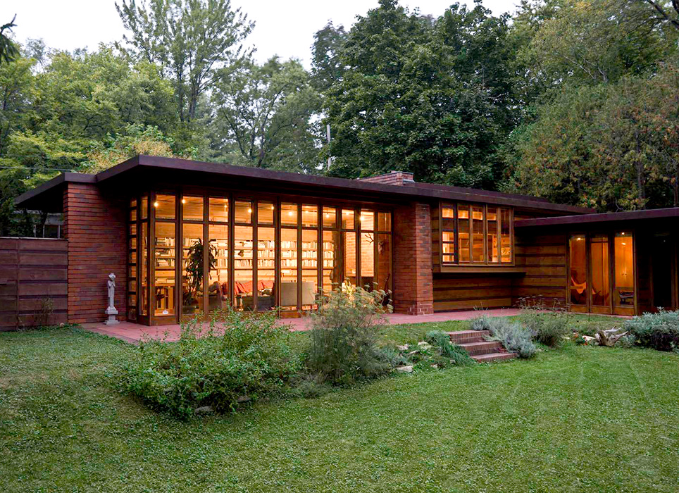 frank lloyd wrights organic architecture Frank lloyd wright (june 8, 1867 – april 9, 1959) was an american architect, interior designer, writer and educator he designed more than 1,000 projects, of which more than 500 works were completed.